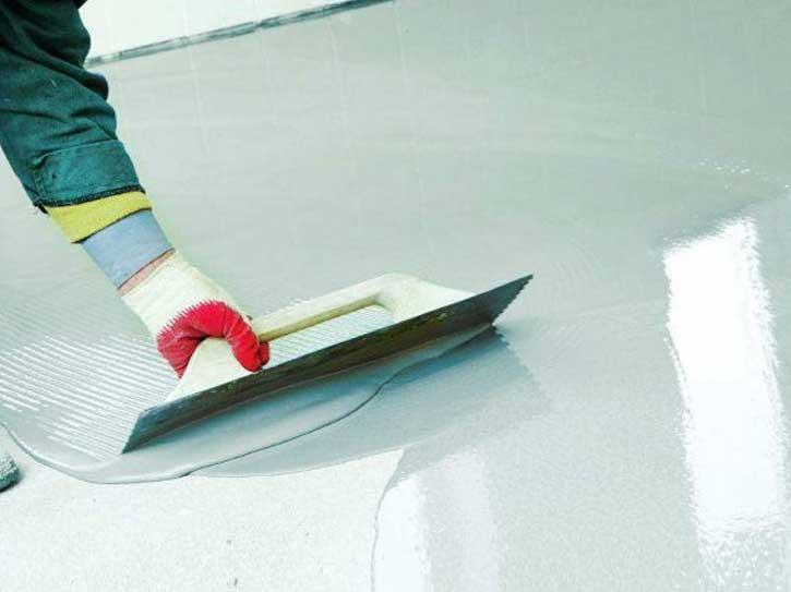 aplicando microcemento cadiz